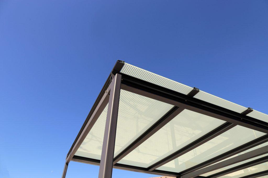 flat roof steel carport with solar panels