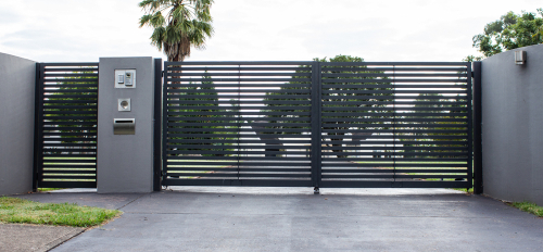 fencing and gate contractor and builder in Sydney